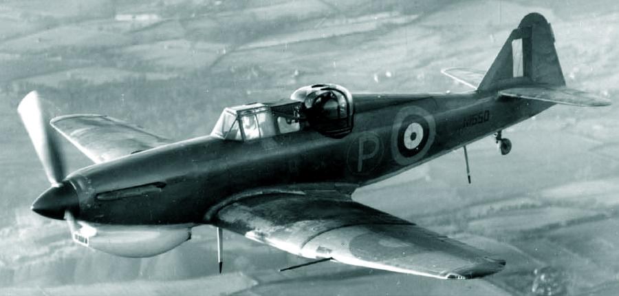 Самолёт с серийным номером N1550, первый прототип «Дефианта» Mk.II, на котором после завершения основных испытаний опробовали тропическое оборудование. Для боевых самолётов оно так и не пригодилось, но на буксировщиках мишеней потом использовалось - Новые роли турельного неудачника   Warspot.ru
