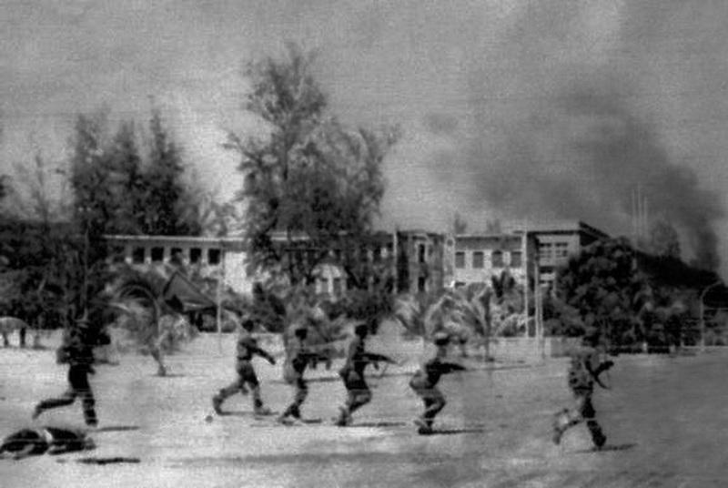 Вьетнамские войска на улицах Пномпеня - Первая социалистическая война | Warspot.ru