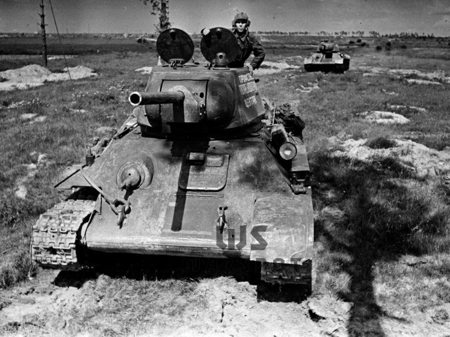 Т-34 с литой шестигранной башней. В данном танке отчасти реализовали идеи Т-34М. Впрочем, большинство новаторских идей пришлось оставить на потом - Рабочая лошадка Красной армии | Warspot.ru