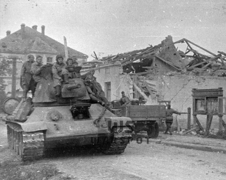Обратная сторона наращивания выпуска. Даже командирская башенка на Т-34 появилась только во второй половине 1943 года - Рабочая лошадка Красной армии | Warspot.ru