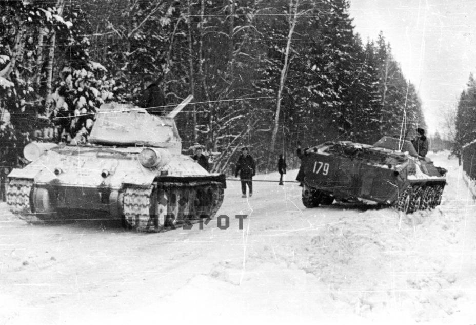 После войны эксплуатация Т-34-85 продолжалась долгие десятилетия. Официально с вооружения российской армии танк сняли только в 1997 году, а кое-где он всё ещё продолжает нести службу - Рабочая лошадка Красной армии | Warspot.ru