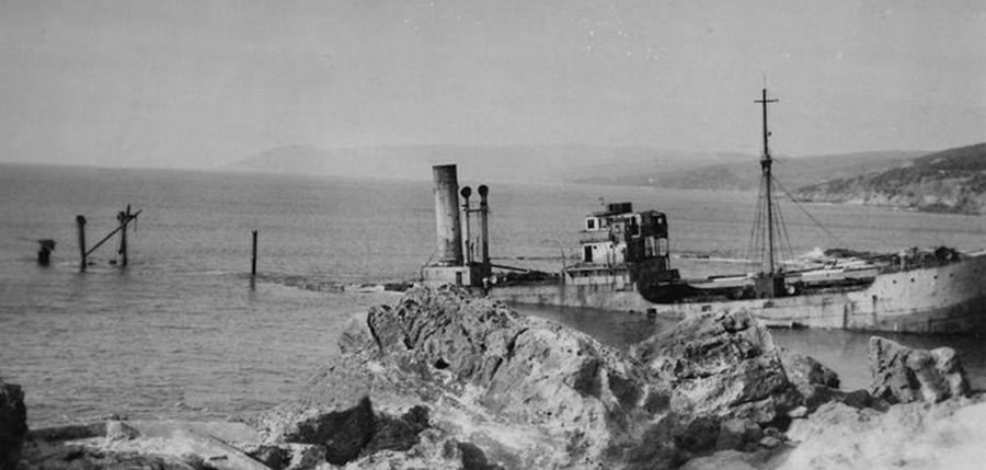 Останки итальянского судна «Вальверде» - Сломанная ось, или Охота на вчерашнего союзника   Warspot.ru