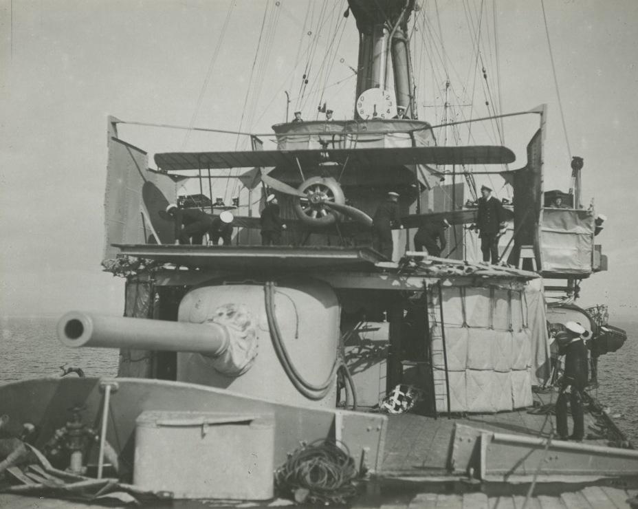 Платформа для запуска колёсных самолётов, смонтированная в носовой части Sydney в 1917 году navy.gov.au - Победитель «корсаров Кайзера»   Warspot.ru
