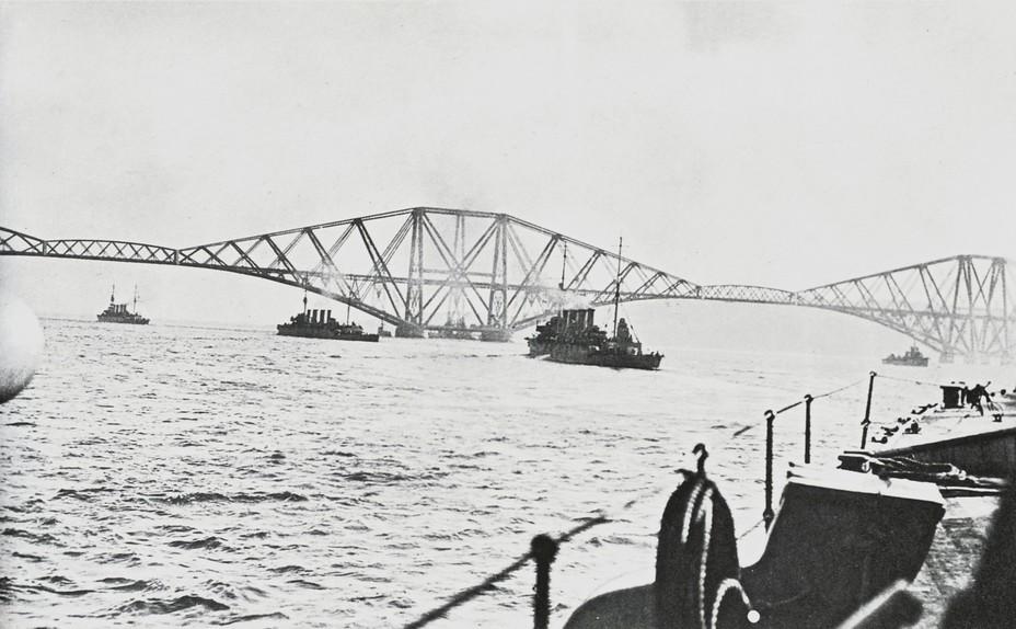 Sydney и Melbourne (в центре снимка) в день сдачи германского флота 21 ноября 1918 года awm.gov.au - Победитель «корсаров Кайзера»   Warspot.ru