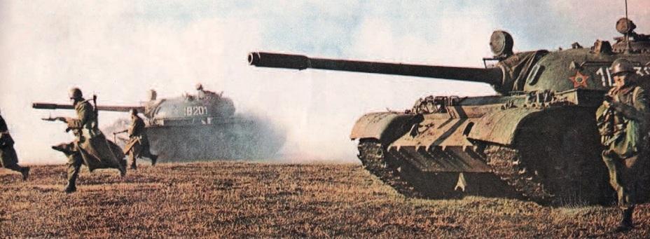 Учебная атака румынской пехоты при поддержке танков Т-55