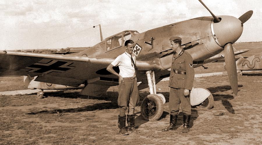 Герман Граф у истребителя Bf 109F-4, лето 1941 года. Группа III./JG 52 была единственной из частей люфтваффе, которая к началу войны против СССР успела полностью перевооружиться этими новейшими машинами - Самый тяжёлый бой Германа Графа | Warspot.ru
