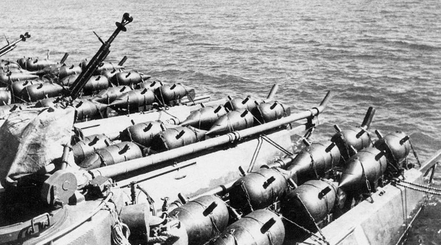 Торпедные катера 2-й бригады с минами Р-1. Снимок сделан во время минной кампании против анапских конвоев - «Действия авиации на коммуникациях противника… были неэффективны» | Warspot.ru