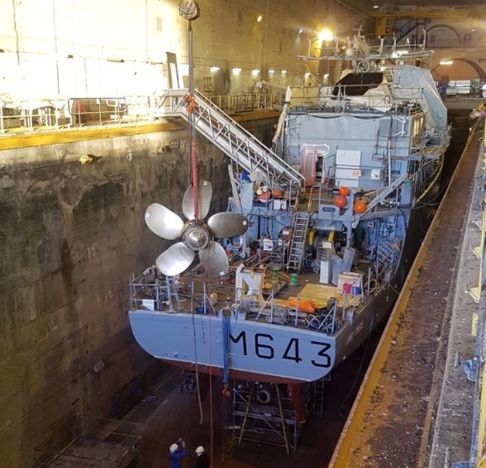 Установка «напечатанного» винта на корабль Andromède twitter.com/navalgroup - Французы создали корабельный винт с помощью 3D-принтера | Warspot.ru