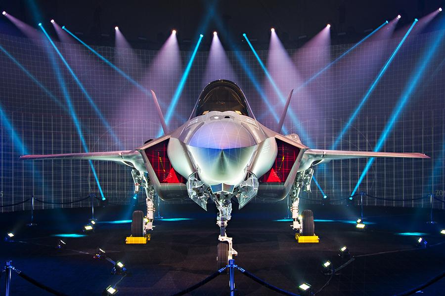 Истребитель F-35 defence-blog.com - Дональд Трамп успел «продать» ОАЭ 50 истребителей F-35 | Warspot.ru