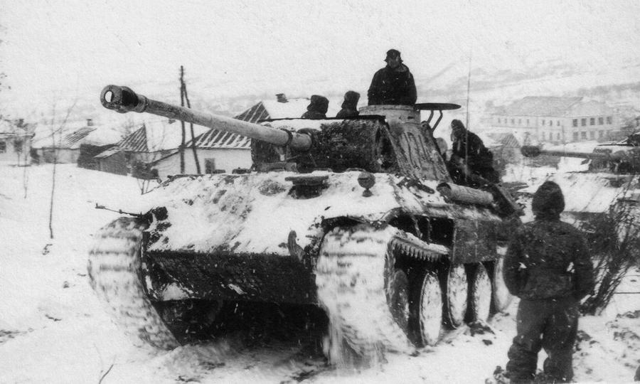 Немецкие танки Pz.Kpfw.V Ausf.A «Пантера» из состава III танкового корпуса вермахта в поселке Буки Черкасской области - «Горячий снег» под Цибулевом | Warspot.ru