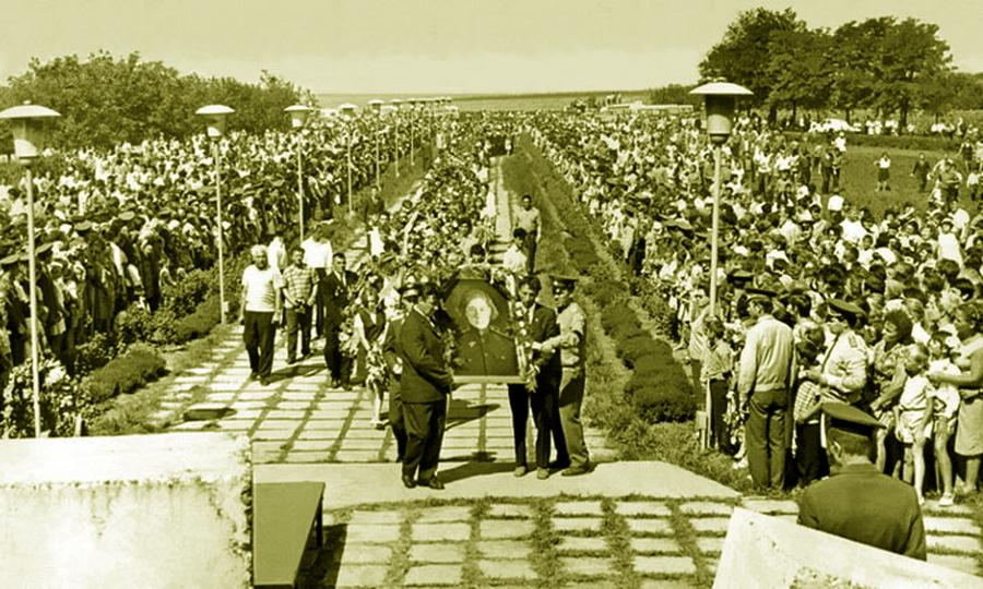 Церемония перезахоронения останков лётчицы в Дубоссарах, 1972 год - «Тот факт, что я убил женщину, стал для меня тяжёлым ударом…»   Warspot.ru