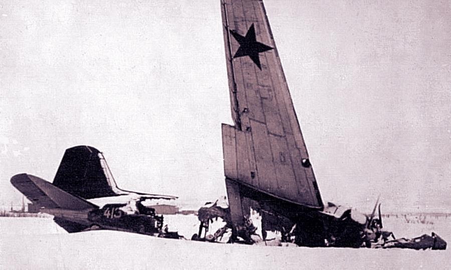 Уничтоженный на аэродроме Грабцево транспортный самолёт ПС-84 - Поломанные крылья вяземского десанта | Warspot.ru