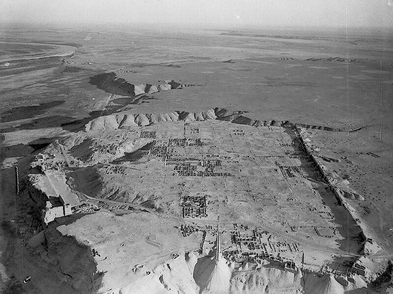 Дура-Европос, вид с воздуха. В левой части снимка находится берег Евфрата, справа — пустыня. pinterest.com - Лики богов и эмблемы легионов | Warspot.ru