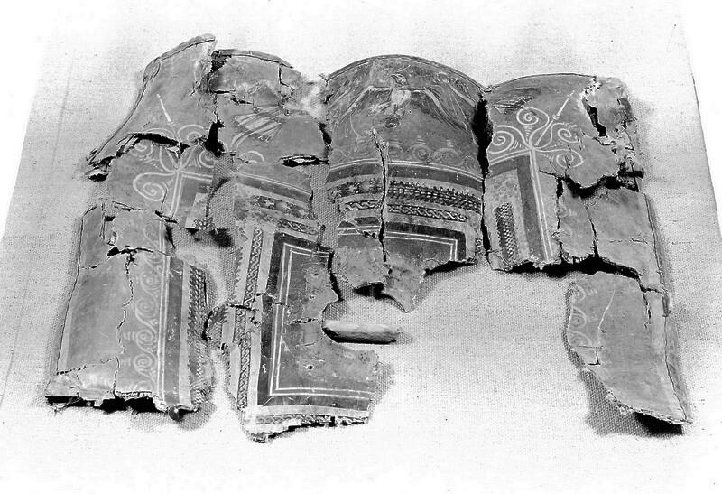 Недавно опубликованная фотография даёт представление о состоянии, в котором щит был найден. zen.yandex.ru - Лики богов и эмблемы легионов | Warspot.ru