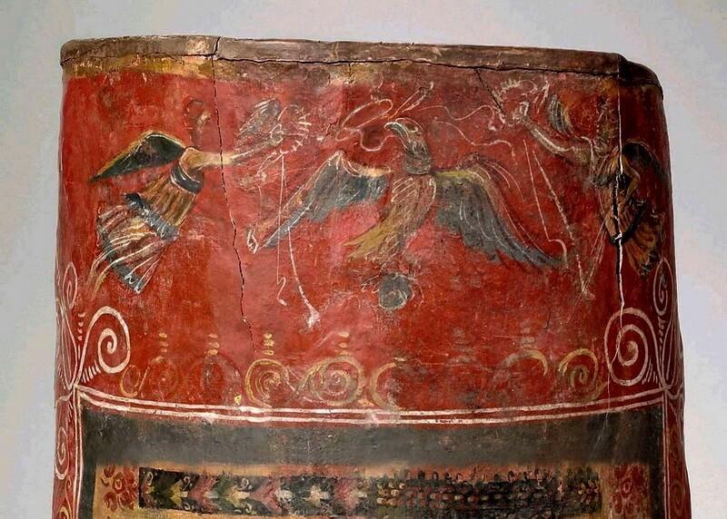 Верхняя часть прямоугольного щита с изображением орла, держащего венок в клюве, и крылатыми богинями Виктории по обеим сторонам от него. zen.yandex.ru - Лики богов и эмблемы легионов | Warspot.ru