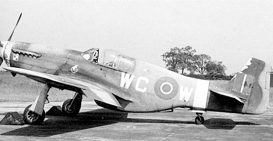 «Мустанг» Mk.III FB385 «WC-W» из состава 309-й (польской) эскадрильи RAF, на котором 9 апреля 1945 во время эскортирования дневного рейда «Ланкастеров» уорент-офицер RAF и сержант польской армии Антоний Мурковский (Antoni S. Murkowski) одержал победу над Me 262. Всего тогда польским лётчикам засчитали четыре сбитых «реактива», но ни один из них не проходит в немецких потерях - Цвета военного неба: убийцы свистящих монстров | Warspot.ru