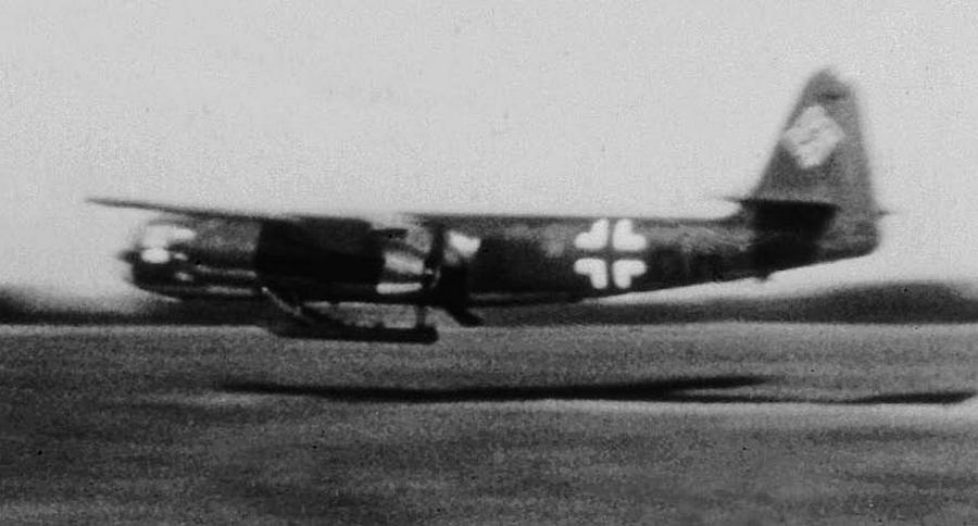 Посадка Ar 234V-7. Именно этот самолёт 2 августа 1944 года открыл боевую летопись реактивных «Арадо» - Цвета военного неба: убийцы свистящих монстров | Warspot.ru
