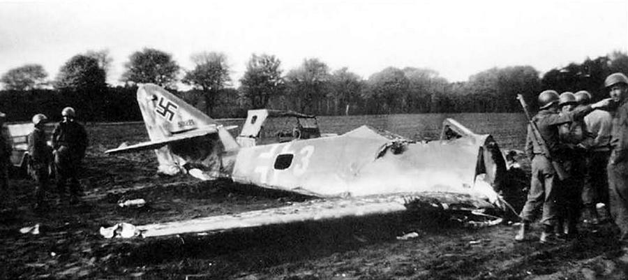 Сбитый Me 262 - Цвета военного неба: убийцы свистящих монстров | Warspot.ru