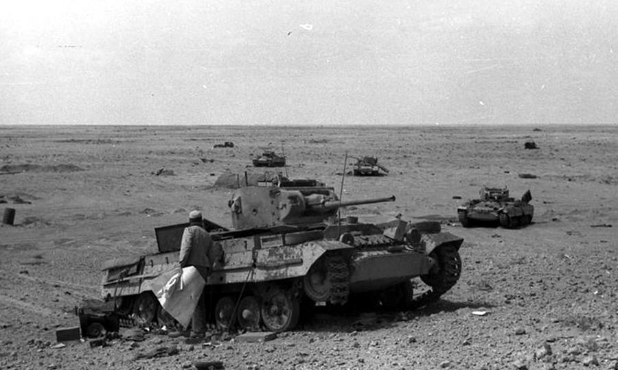Подбитые «Валентайны», 1942 год. Их броня пробивалась даже пушками калибра 50 мм со средних дистанций, а уйти от огня противника тихоходная машина не могла - «Валентайн», британский принц пустыни | Warspot.ru