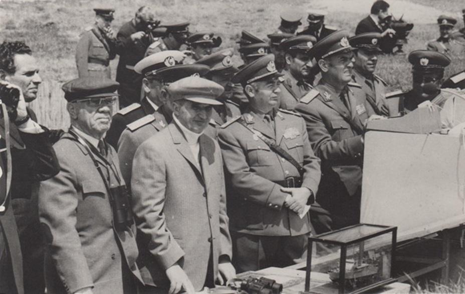 Президент Румынии Николае Чаушеску и его ближайший друг и советник Эмиль Боднэраш на учении РНА