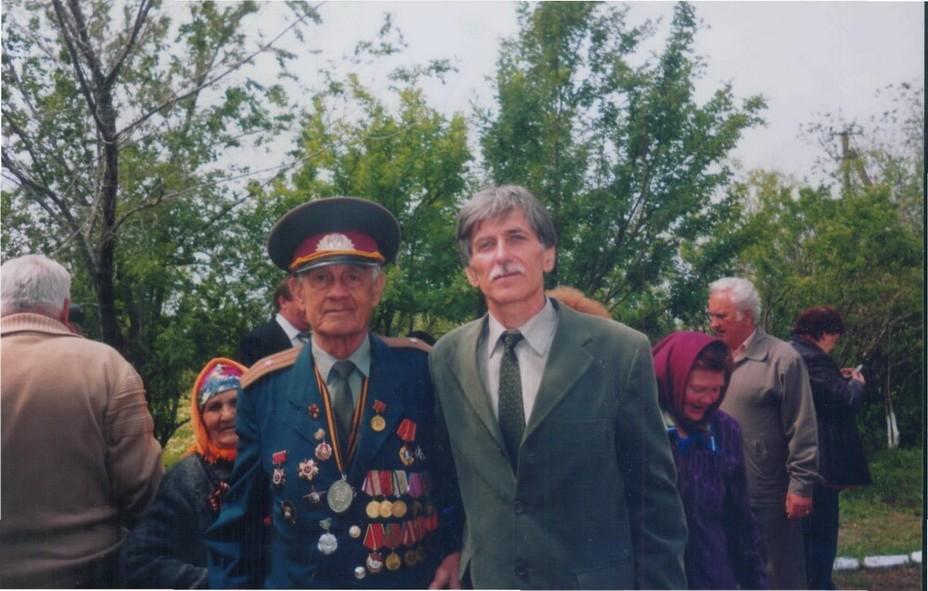 Алексей Николаевич Смирнов (слева) и Анатолий Безнощенко (справа). 9 мая 2009 года. proza.ru - Подвиг как результат разгильдяйства | Warspot.ru