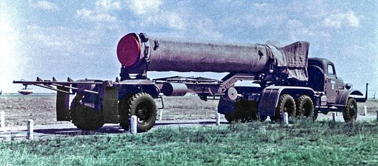 Баллистическая ракета Р-11М (8К11) в походном положении без боеголовки на полигоне Капустин Яр; 1958 год rvsn.info - Гроза над океаном   Warspot.ru