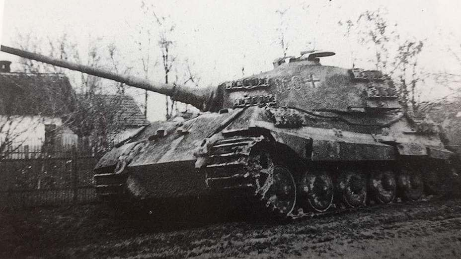Потрёпанный в боях «Королевский Тигр» №100 командира 1-й роты 503-го ттб, Венгрия, осень 1944 года - «Королевские Тигры» в Венгрии: «снаряды броню не пробивают, отскакивают…» | Warspot.ru