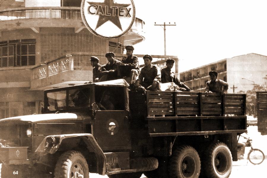 Бойцы Патет Лао во Вьентьяне, 1973 год - Схватка за незаметную страну | Warspot.ru