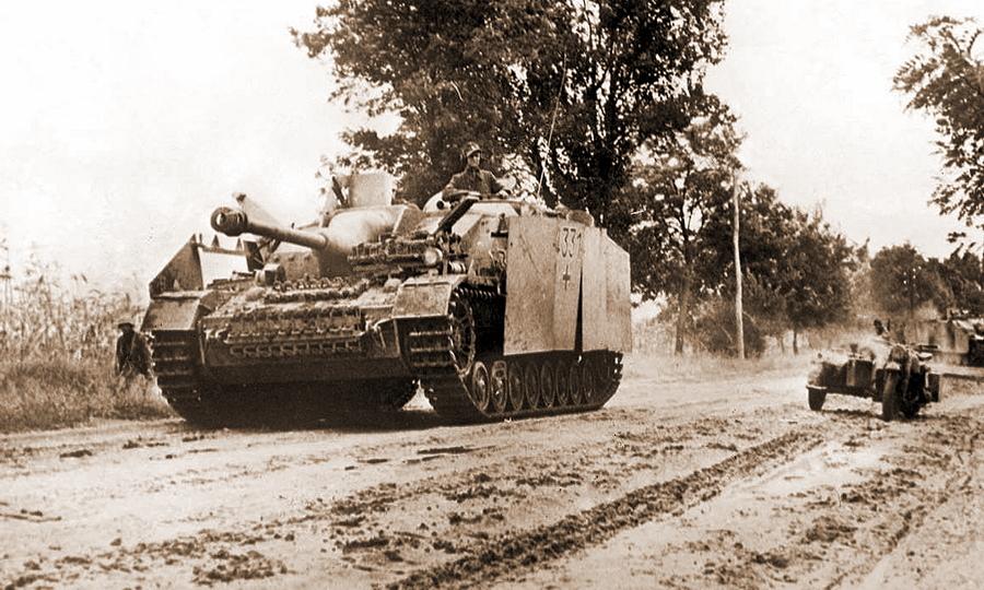 Штурмовое орудие StuG IV с тактическим номером 4331 из 4-й панцергренадёрской дивизии СС в Венгрии - «Королевские Тигры» в Венгрии: первые бои | Warspot.ru