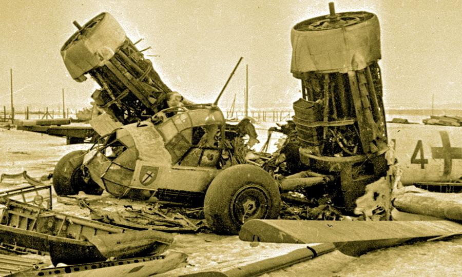 Уничтоженный на аэродроме «Юнкерс» Ju 88 - Шесть пишем — десять в уме?   Warspot.ru