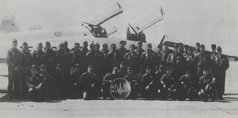 Учебная группа ВВС США №66с, известная как «Летающие казаки». Эмблемой группы был украинский трезубец. Архив автора - Украинский счёт Вьетнамской войны   Warspot.ru