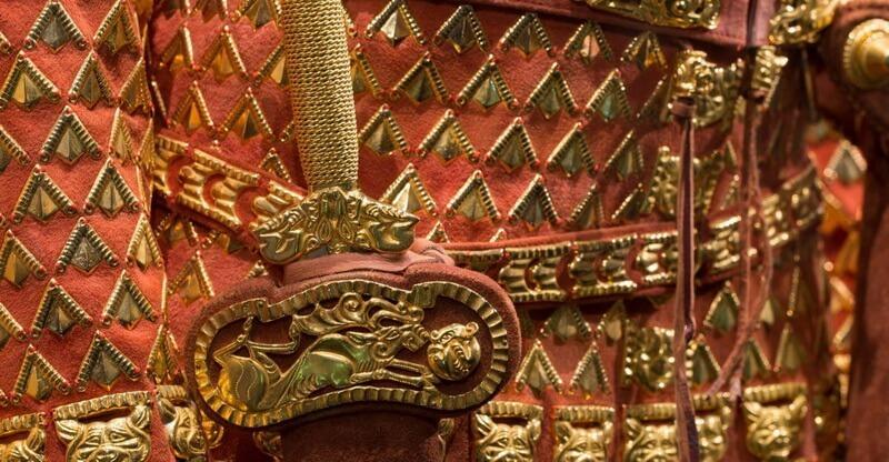 Фрагмент костюма Иссыкского золотого человека. facebook.com - Цифры Warspot: 4000 золотых изделий  | Warspot.ru