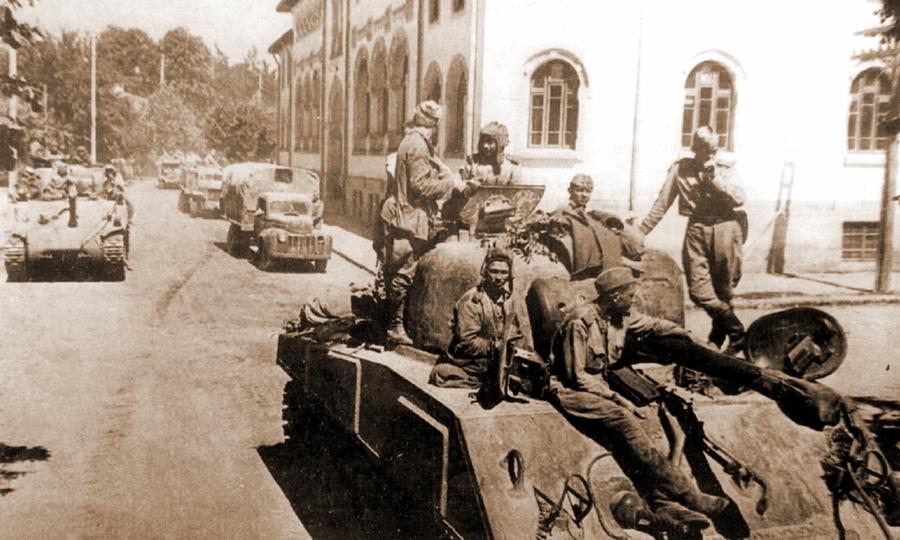 «Шерманы» в Румынии, лето 1944 года. Здесь 5-я гвардейская танковая армия потеряла большинство этих танков - Не наказание и не панацея   Warspot.ru