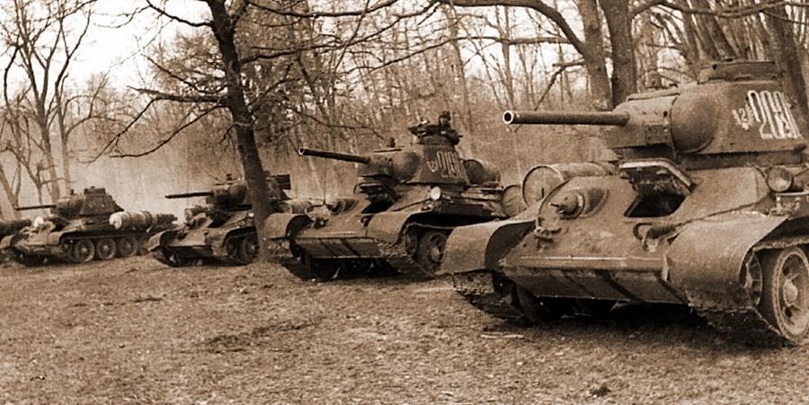 Танки Т-34 3-го гвардейского танкового корпуса. К началу осени 1944 года большинство экипажей всех его бригад воевали на отечественных машинах - Не наказание и не панацея   Warspot.ru